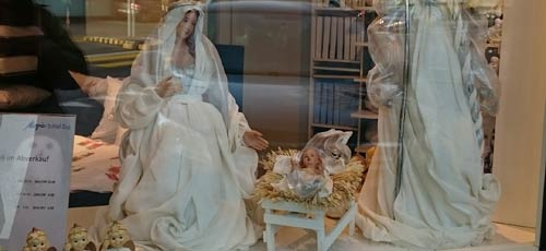 """Die """"christliche"""" Welt im Widerspruch"""